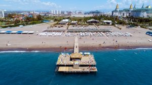 Het strand van Hotel Lara Family Club